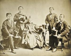 Iwakura in abiti tradizionali