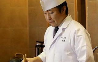 Lo chef Akama Hiroto